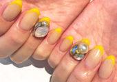 爪先から元気になれる、黄色を使ったフレンチネイル☆